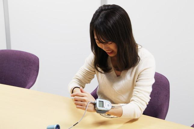 睡眠時無呼吸症候群 携帯型検査装置「ウォッチパット」の装着
